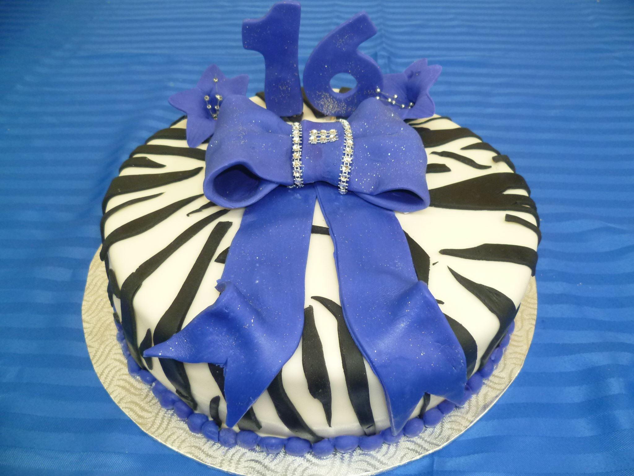 Gâteau d'anniversaire rond au fondant 03