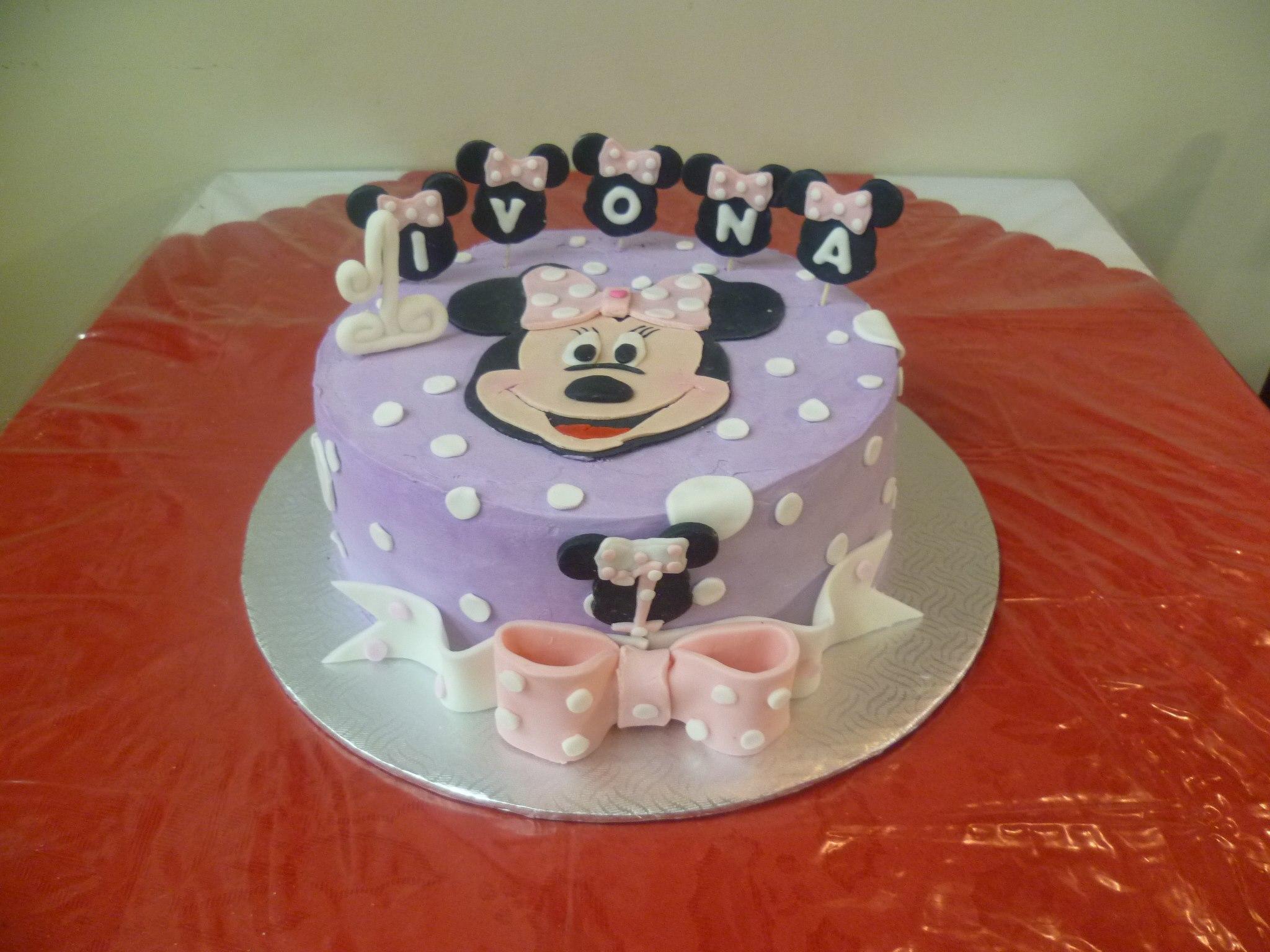 Gâteau d'anniversaire rond au fondant 06