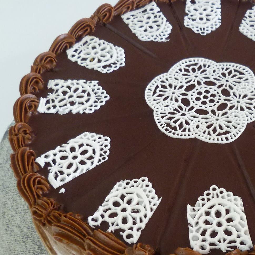 Personnalisez vos gâteaux avec notre dentelle comestible.