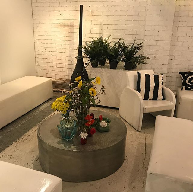 Relax and enjoy the ambience smartartzgallery #smartartzgallery #warehousevenue #conferencevenue #corporatebreakfast #warehousewedding #warehouseeventspace