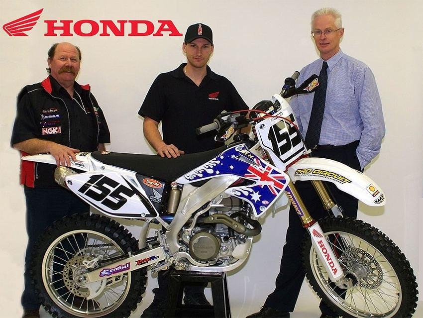 Pivot Pegz equpped Honda pro race bike