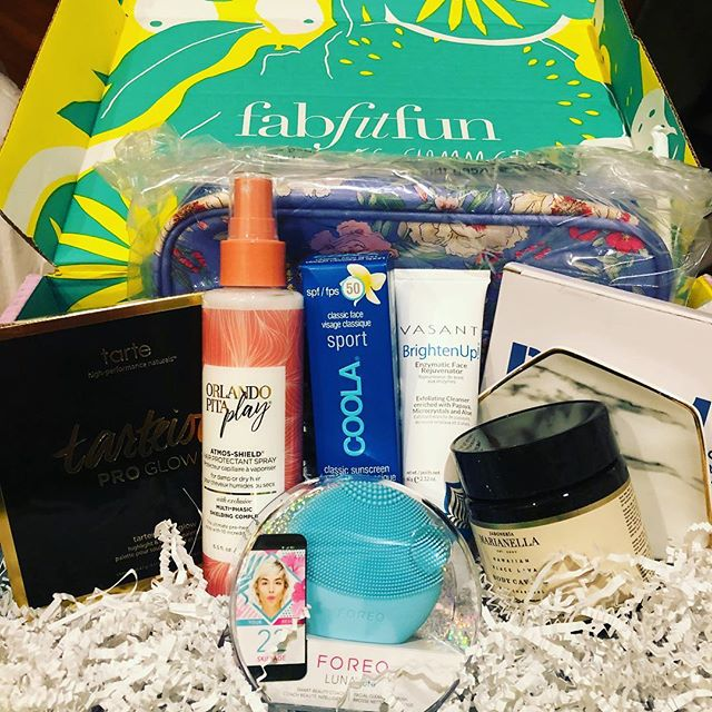 """Excited about everything in my #FabFitFun box—except the contour. Why @fabfitfun why?!?! I love eye stuff and hate countour—it even says so in my profile. I was REALLY looking forward to the eye palette and liquid liner. Anyone out there want to do a trade?! 😭🤞🏻 . . In the meantime, I cannot WAIT to try all of the other goodies. It's so fun trying new beauty products. Anyone have a fave """"cannot live without"""" product? Tell me everything!"""