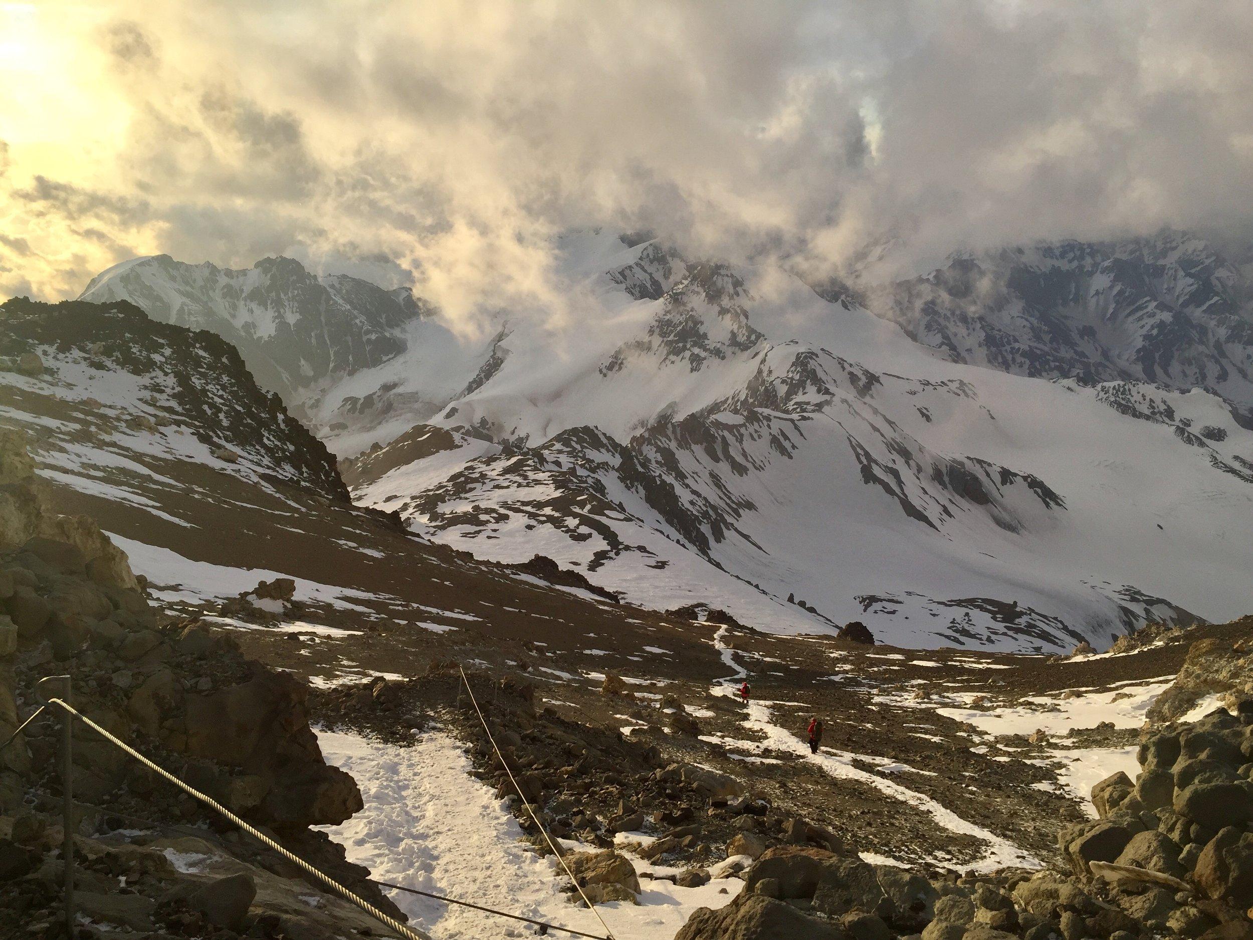 The descent to Campo Nido