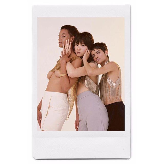 Last one & i'm done ~ #HiLowSwayedChainShawlace @perjusmag ~ ✨ ✨ ✨ 📸 by @keitarocloward & @thisisstarchild  Stylist: @stylemetatiana MUA: @makeupbydeborah Hair: @erikjonhair Manicurist: @nailyoulater Body Armor: Me 💁🏻♀️ @bianca_armer Studio: @redefinerentals ✨ ✨ ✨ Models:  @complicasian  @riyathakkar @tylerfaye ✨ ✨ ✨ #biancaarmer #perjusmag