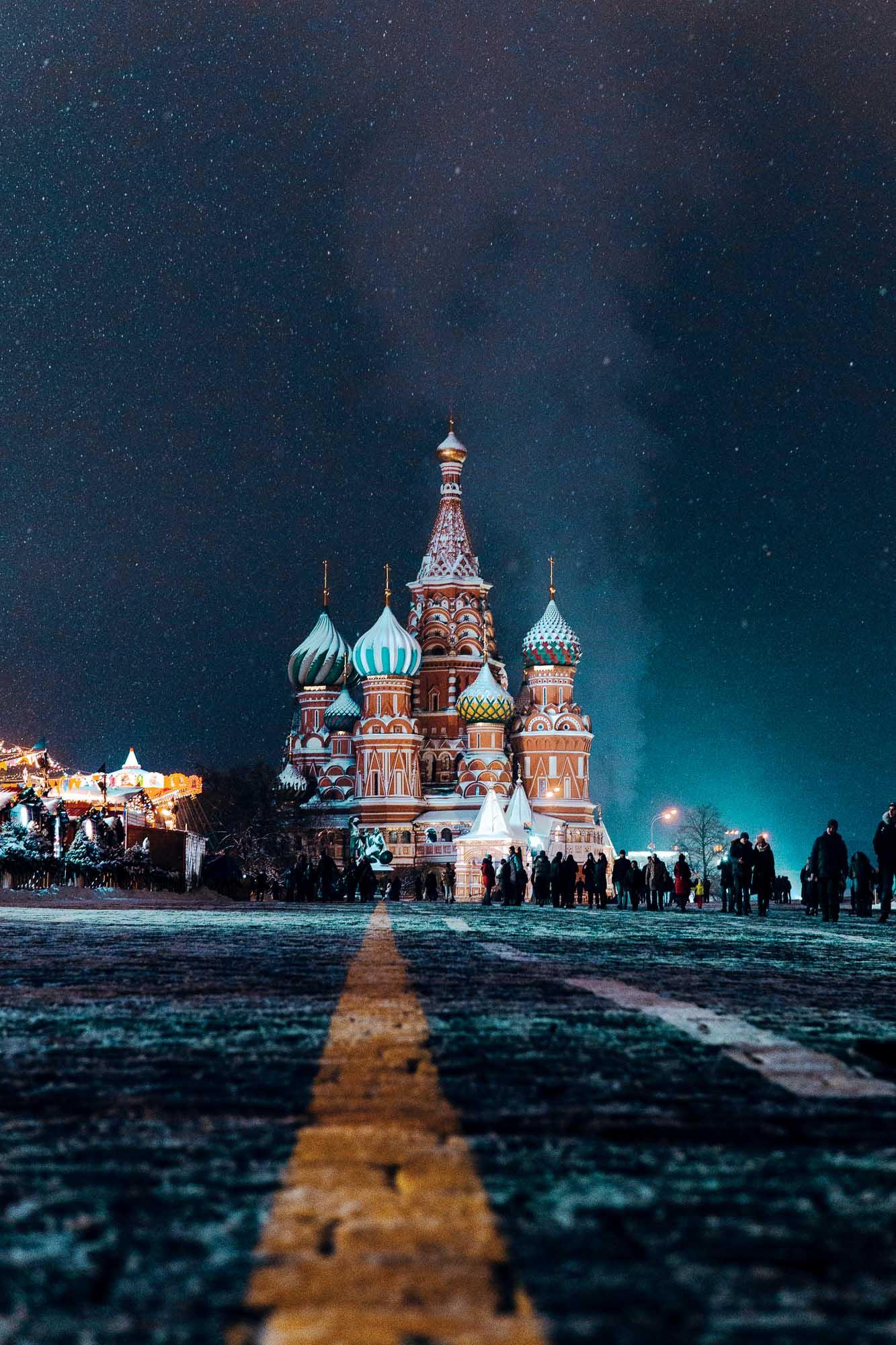 Die Basilius Kathedrale wurde ursprünglich von Iwan IV. während des Zurückdrängens der Mongolen im 16. Jahrhundert errichtet.Fotografie von Nikita Karimov