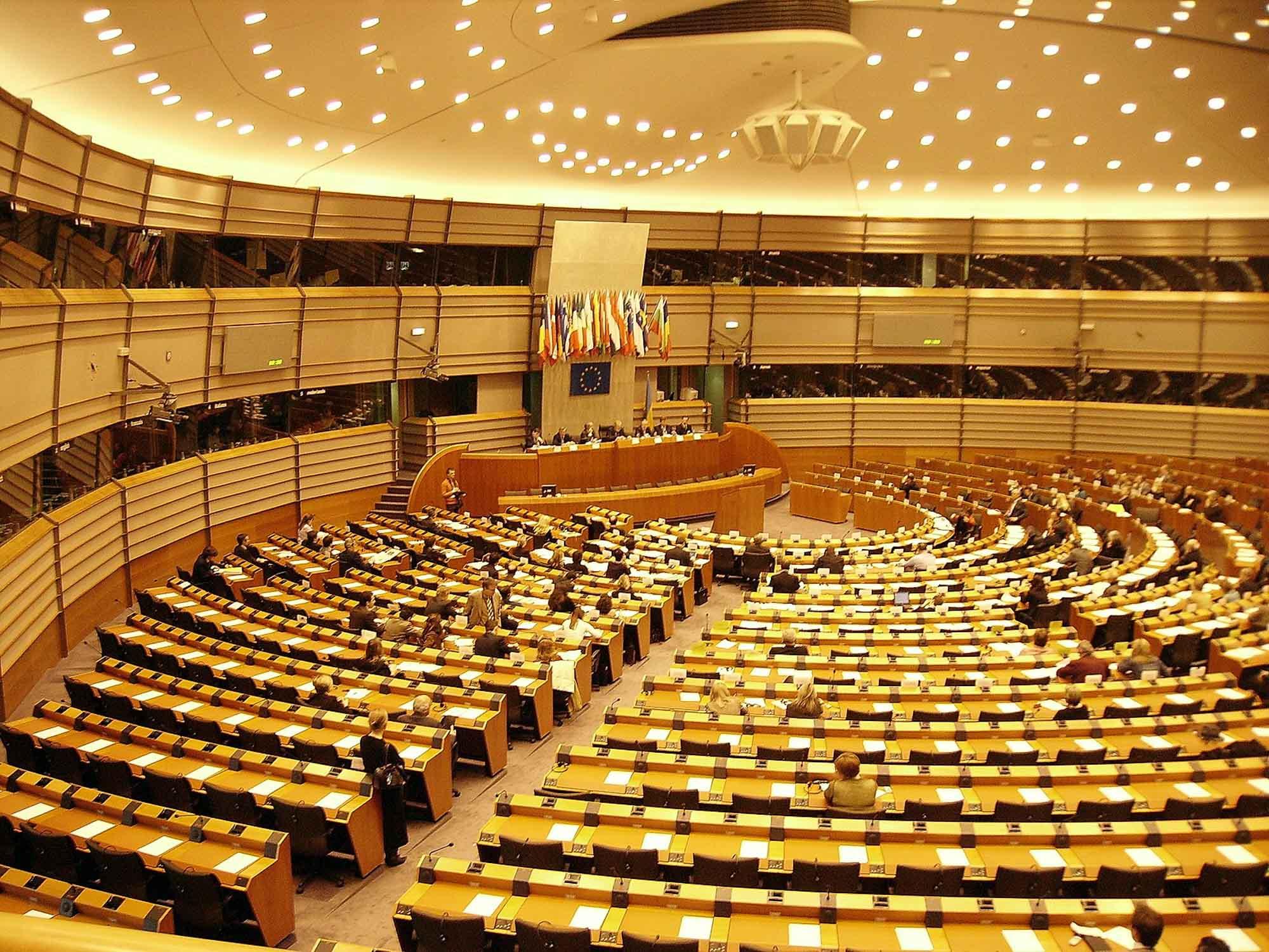FO_1600px-European-parliament-brussels-inside_WOS35-361600 x 1200.jpg