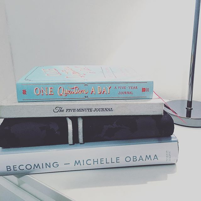 My bedside table for 2019 is ready 💪 what is on your bed side table to help you smash your goals and create a happy and fulfilling year? - - - - - #bossbabe #womenwhohustle #womencoachingwomen #coachinglife #iwanttotravel #femalecoaches #femalecoach #femaletravel #femaletravelbloggers #2019goals #fiveminutejournal #intelligentchange #lifecoachforwomen #lifecoachtowomen #lifecoach2women #travelcoaching #travelcoach #bosslady #goals #goalsetting #goals💯 #goals❤️ #goalsetting2019