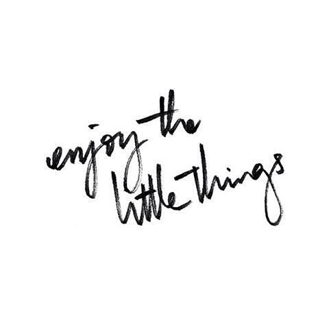 One of my new habits for 2019 is to complete a gratitude journal. It has now been exactly two weeks that I have filled it in religiously, morning and night and I have already noticed a positive improvement in my overall mood and  perspective. Practicing #gratefulness really encourages you to look for the good and acknowledge the little things that we often take for granted.  It also helps you maintain a positive and healthy mindset which ultimately helps you achieve your goals ✈️🏖🏕 . . . . . . . #2019goals #femaletravel #goals💯 #womenwhohustle #createyourreality #grateful #gratitude #gratitudejournal #fiveminutejournal #mondaymotivation #monday #mondayquotes #travelblogger #femaletravel #coachinglife #coaching #womenempowerment #womencoaches #positivethinking #positivepsychology