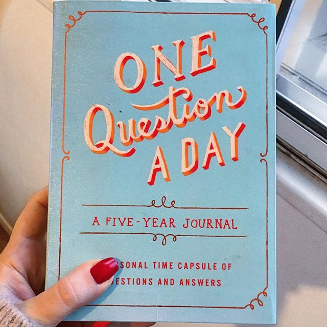 ✨Got this little Gem 💎 as a Christmas present and it is such a fun addition to your morning/evening routine! You answer a random question every day and repeat the process for 5 years so you can observe how your answers (and you)  change over time! ✨ . . . . . . . . #lifestyledesign #morningroutine #eveningroutine