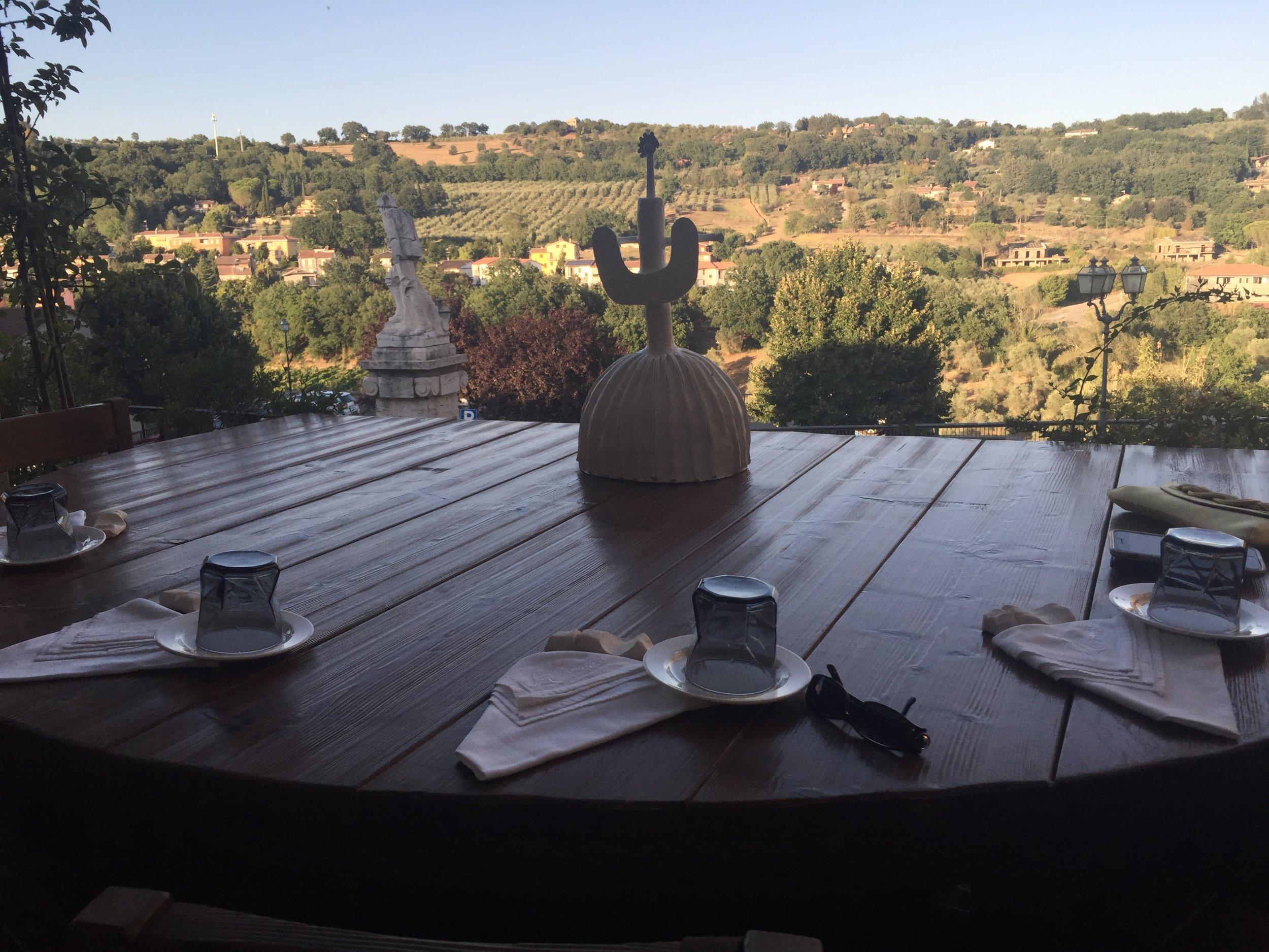 Al fresco dining at Sala Della Comitissa, Baschi, Umbria (Photo credit: Sumi_Sumilier)