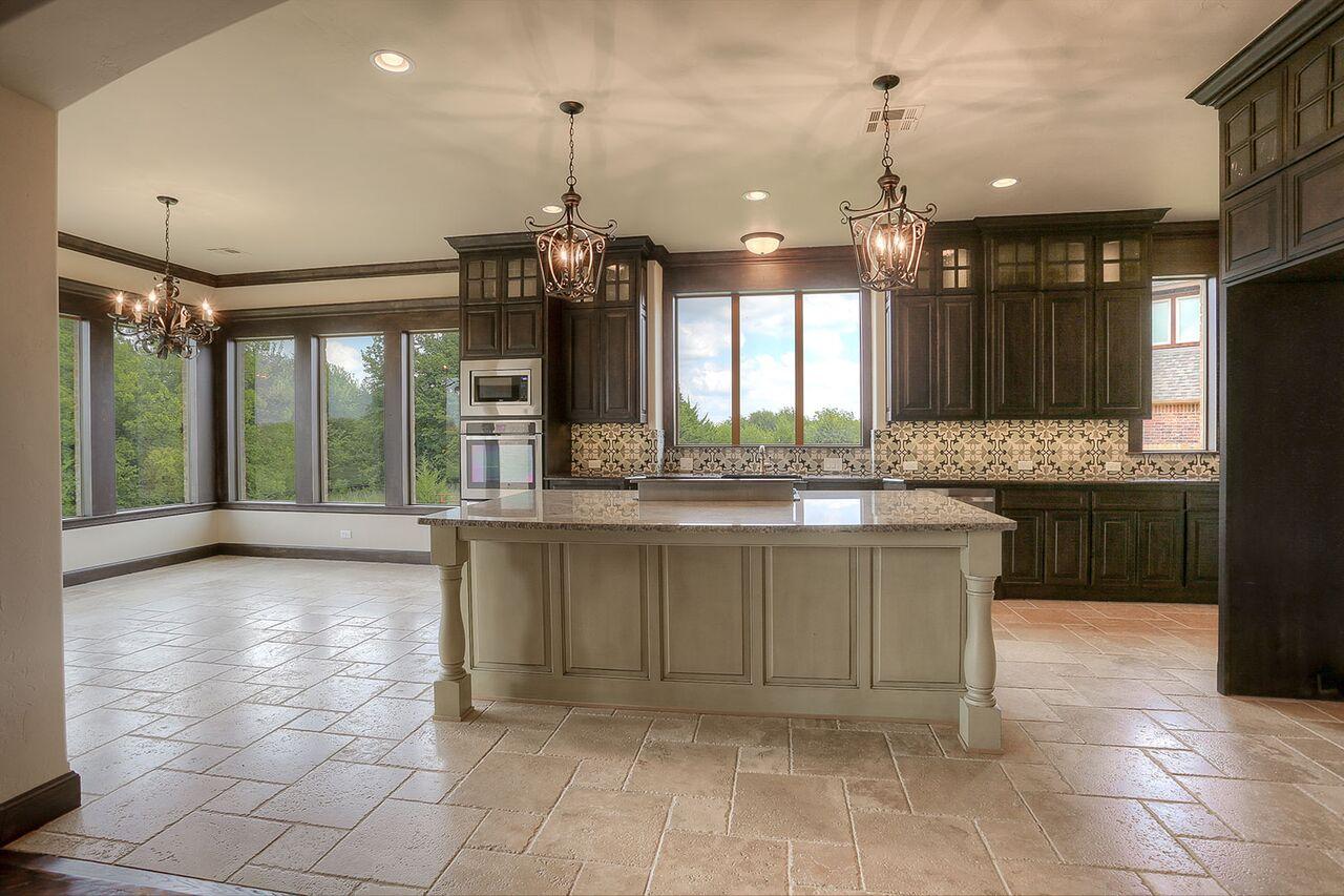 425 kitchen.jpg