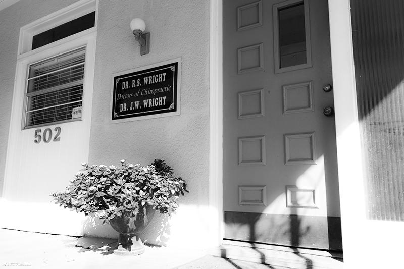 Wright Chiro Front Door & Sign DSC_1082_800_BW.jpg