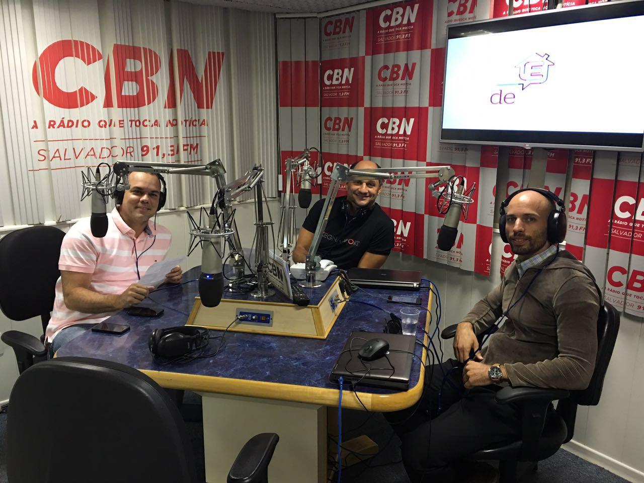 Estudio do rádio CBN Salvador, programa CBN Imóvel com editor José Azevedo Filho