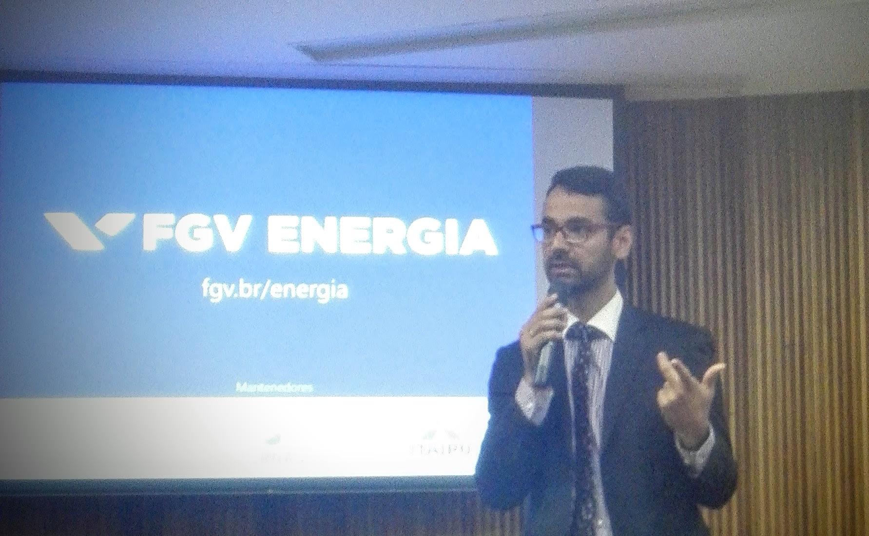 Daneil Vieira, especialista da ANEEL apresentando na FGV Energia