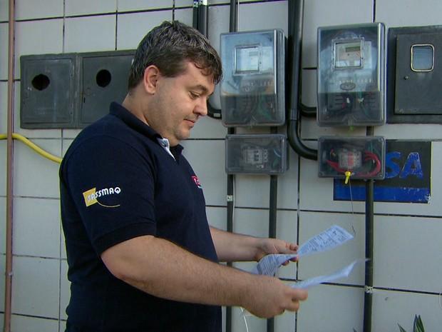 Através da energia solar, empresário Fábio Lucena conseguiu diminuir conta de luz do posto de combustível que ele possui (Foto: Reprodução/TV Globo)