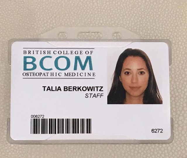 From student to TEACHER 🙊Back at the place where it all began - BCOM! But this time on the other end of the table. Loving being back at my uni teaching new students the practical side of osteopathy! 🤓📝📕💆🏻#teaching #studentbecomesteacher