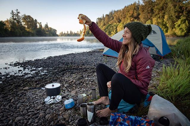 Here's to hoping your first weekend adventures of Fall involve some seasonal colors, an assortment of trusty outdoor gear, good company and of course, an opportunity to bust out your favorite party tricks. 🍁🏕😎 #soseasonal #orangepeeling #skills #fall #river #adventures #camping #getout #liveyouradventure 📷@ckorbulic
