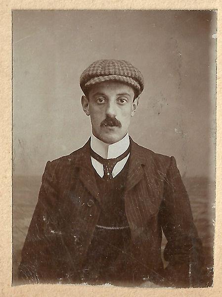Cloth capped Edwardian man