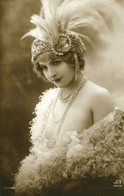 1920s feathered dancer