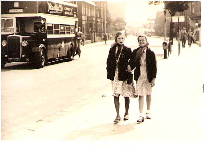 1930s women in dresses