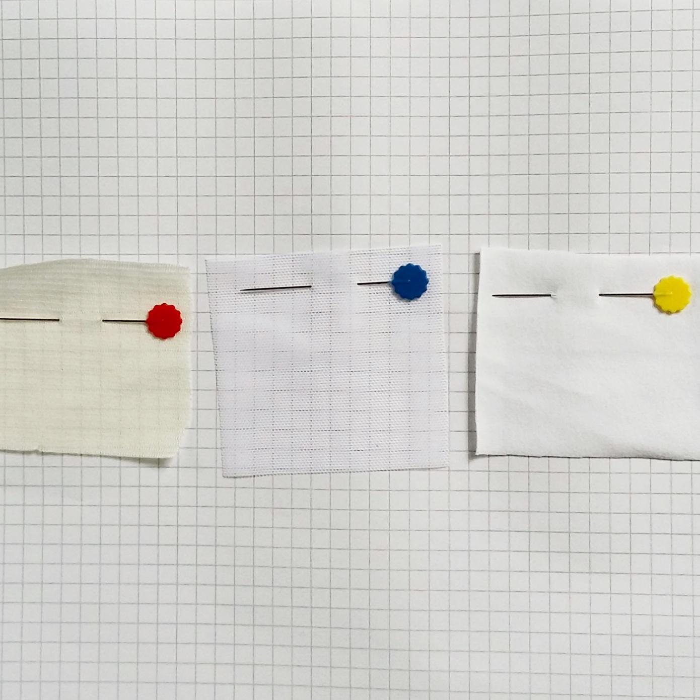 De izquierda a la derecha: forro de lencería,  strech mesh , tela de punto para lencería (usado en las bragas)