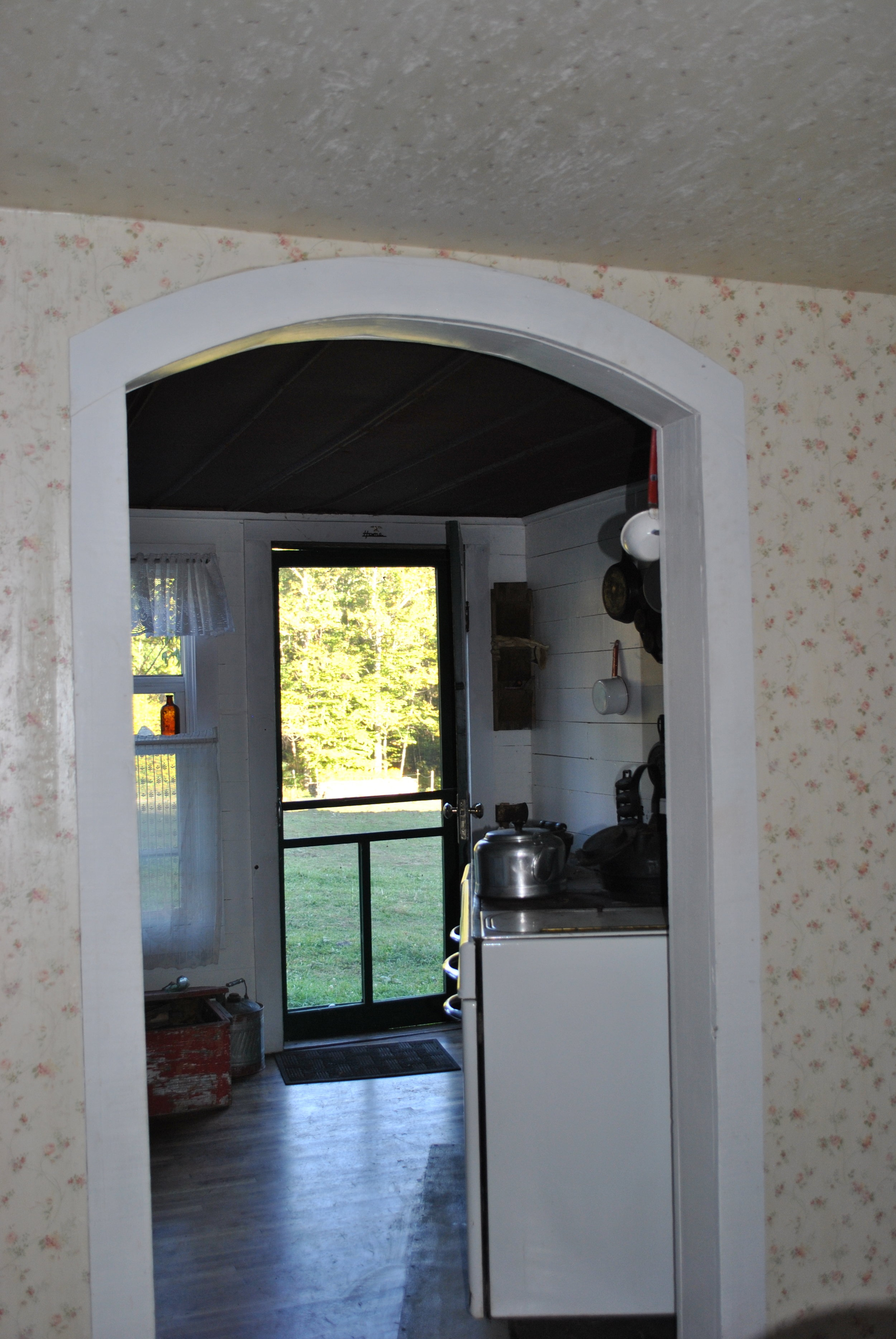 Archway from dining area into kitchen