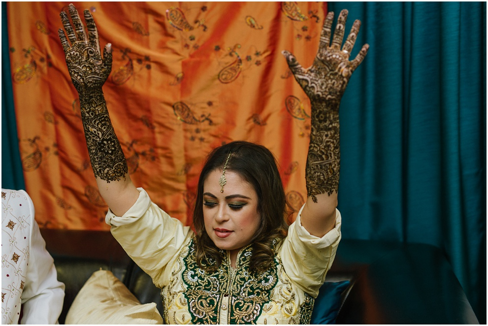 Calgary_Wedding_Photography_Mehndi_Ceremony_2017_Blog_0031.jpg