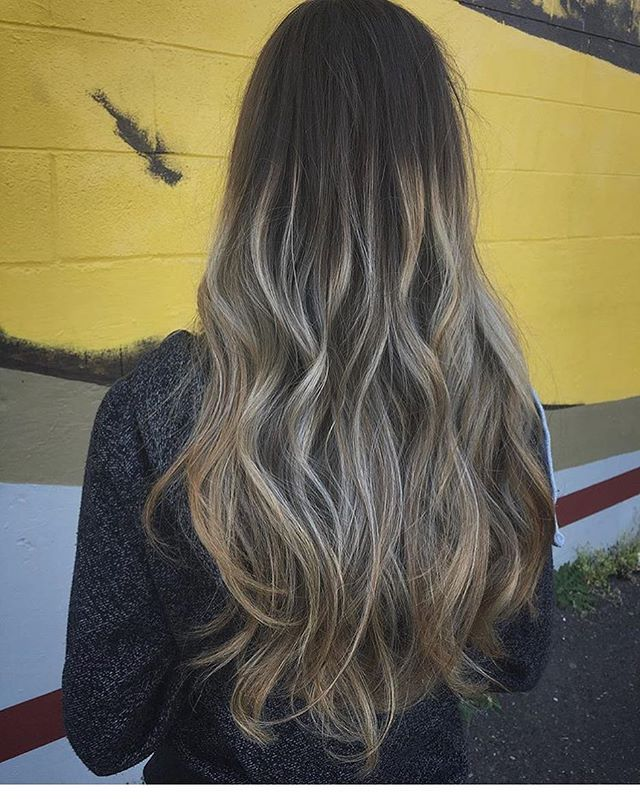 Here's a #balayage by @evettelynnaepdx #longhair #blonde #blend #swift #curls #texture#lowmaintenance #lowmaintenancehair #bananabuilding #babylights #hairpainting #pdxhairstylist #pdxhair #pdxsalon #professional #loveyourhair #loveyourself #fancy #pretty #ootd