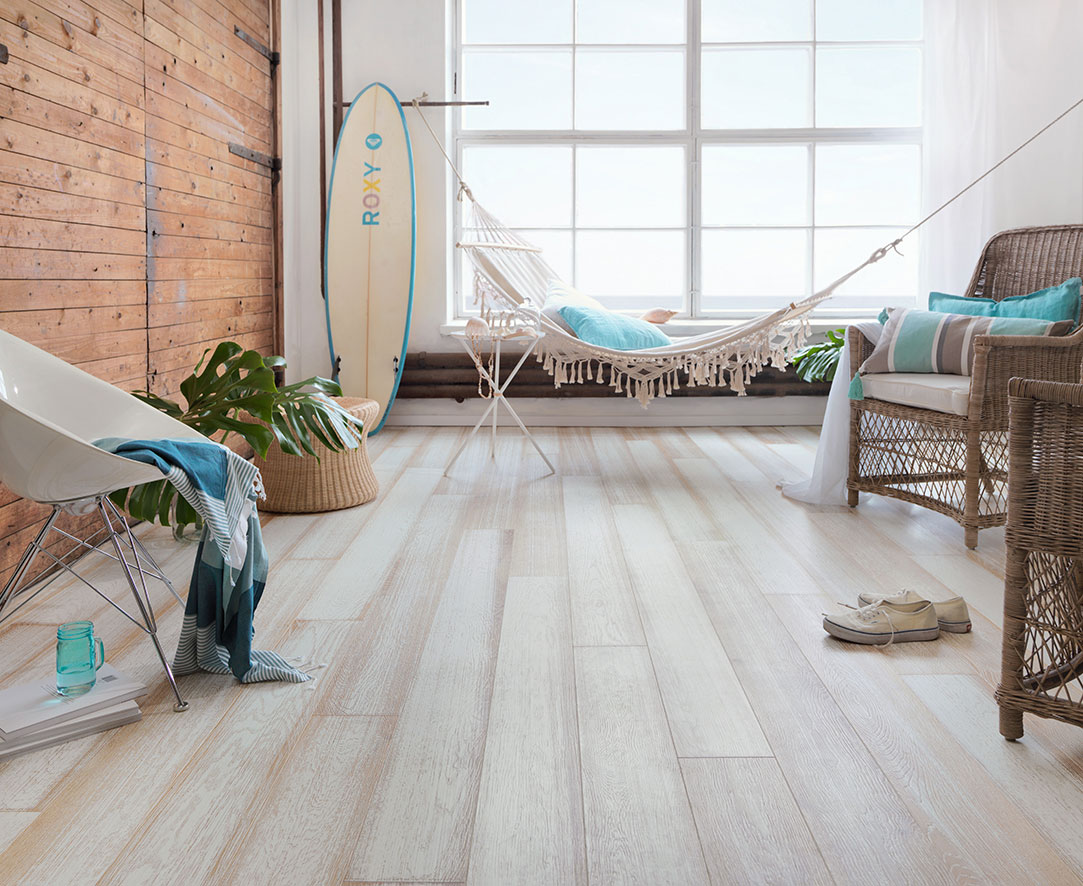 Oak_Beach-House_WHITE_brushed_matt-lacquered_Surf-board_web.jpg