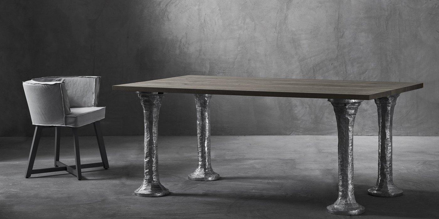 Коллекция Next 2016 года. У стола ноги из литого полированного алюминия_ столешница состаренный дуб..jpg