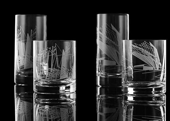 На стаканах -  эскизы к двум архитектурным проектам Хадид в Германии.jpg
