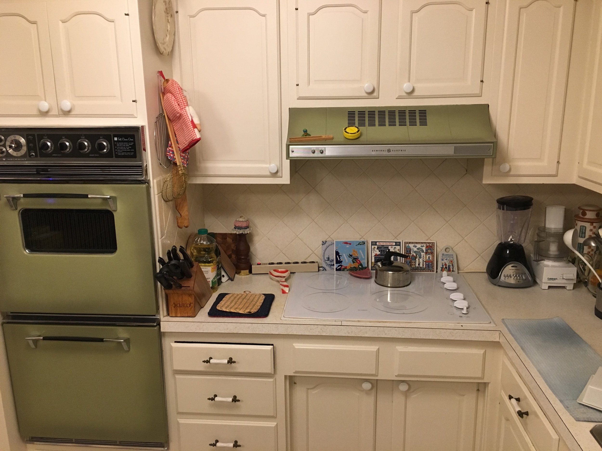 glass cooktop, old double oven.jpg