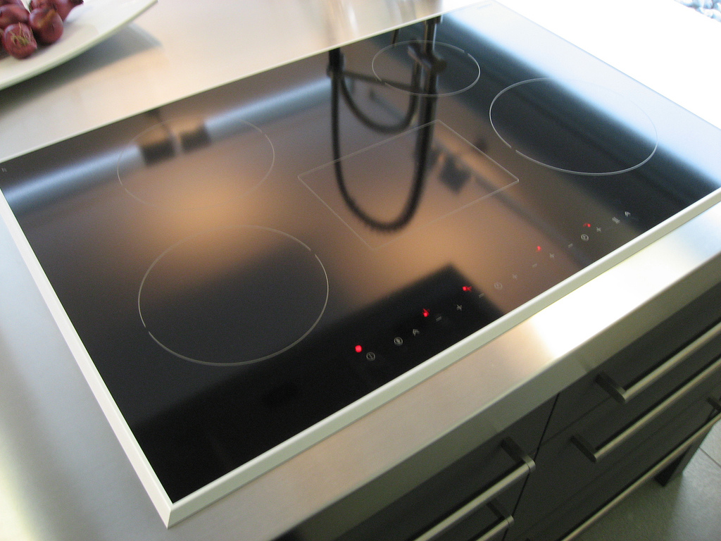 glass cooktop cleaning methods.jpg
