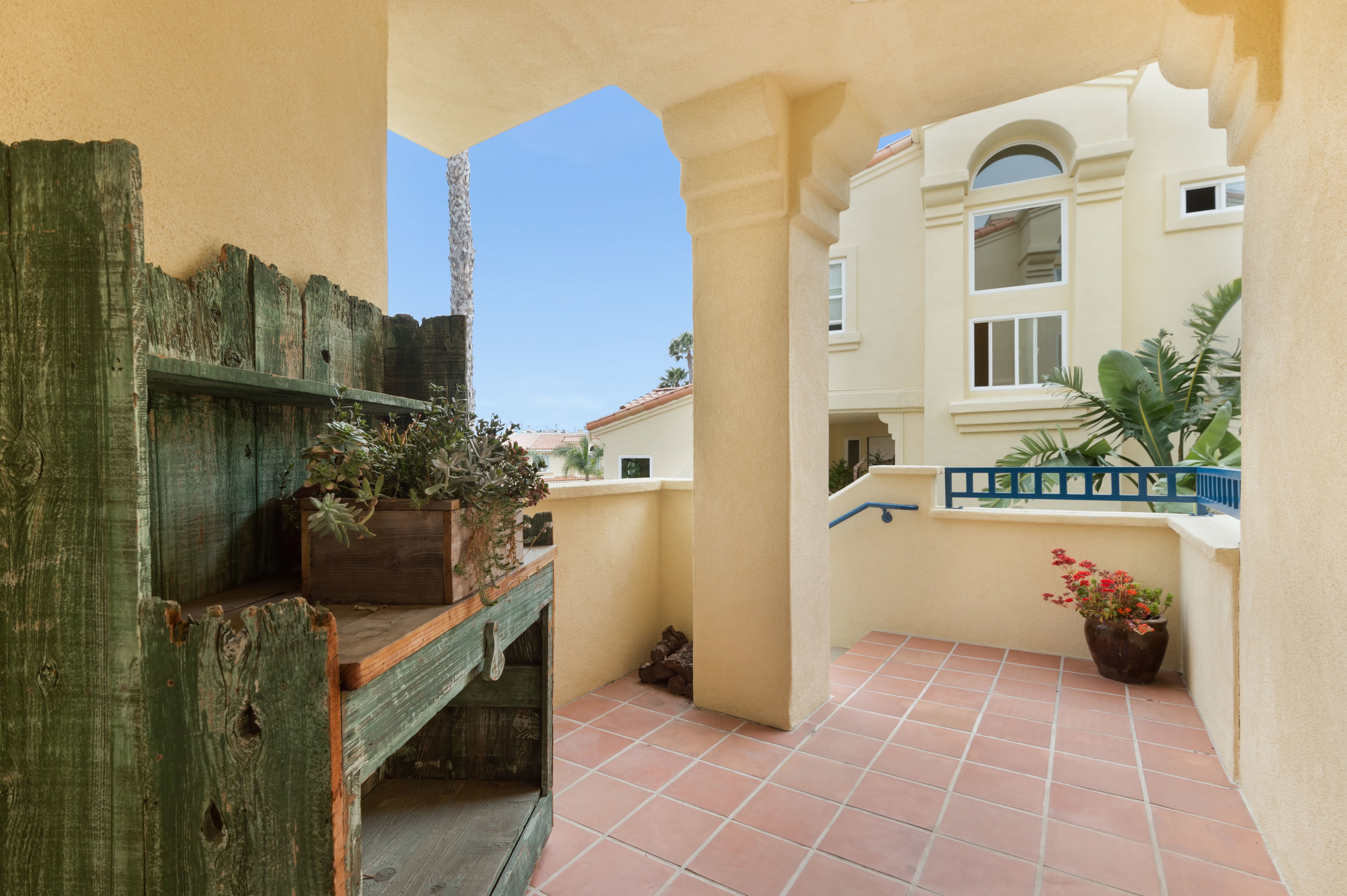 007 entry 2 6463 Zuma View Place Malibu For Sale The Malibu Life Team Luxury Real Estate.jpg