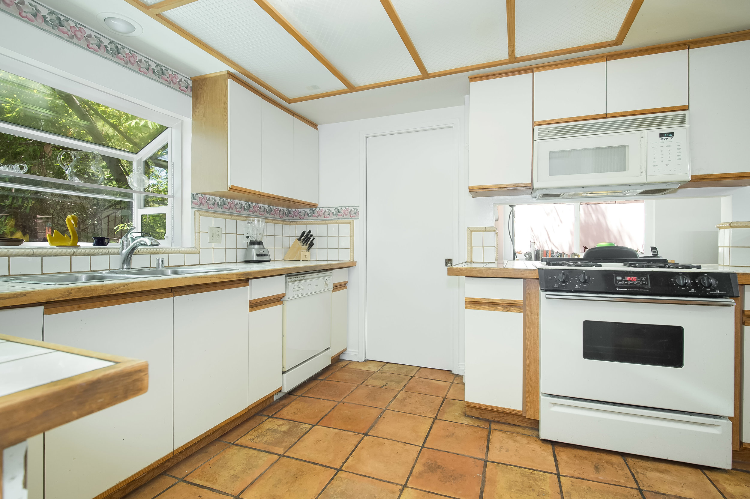 008 Kitchen 15072 Rayneta Sherman Oaks For Sale The Malibu Life Team Luxury Real Estate.jpg
