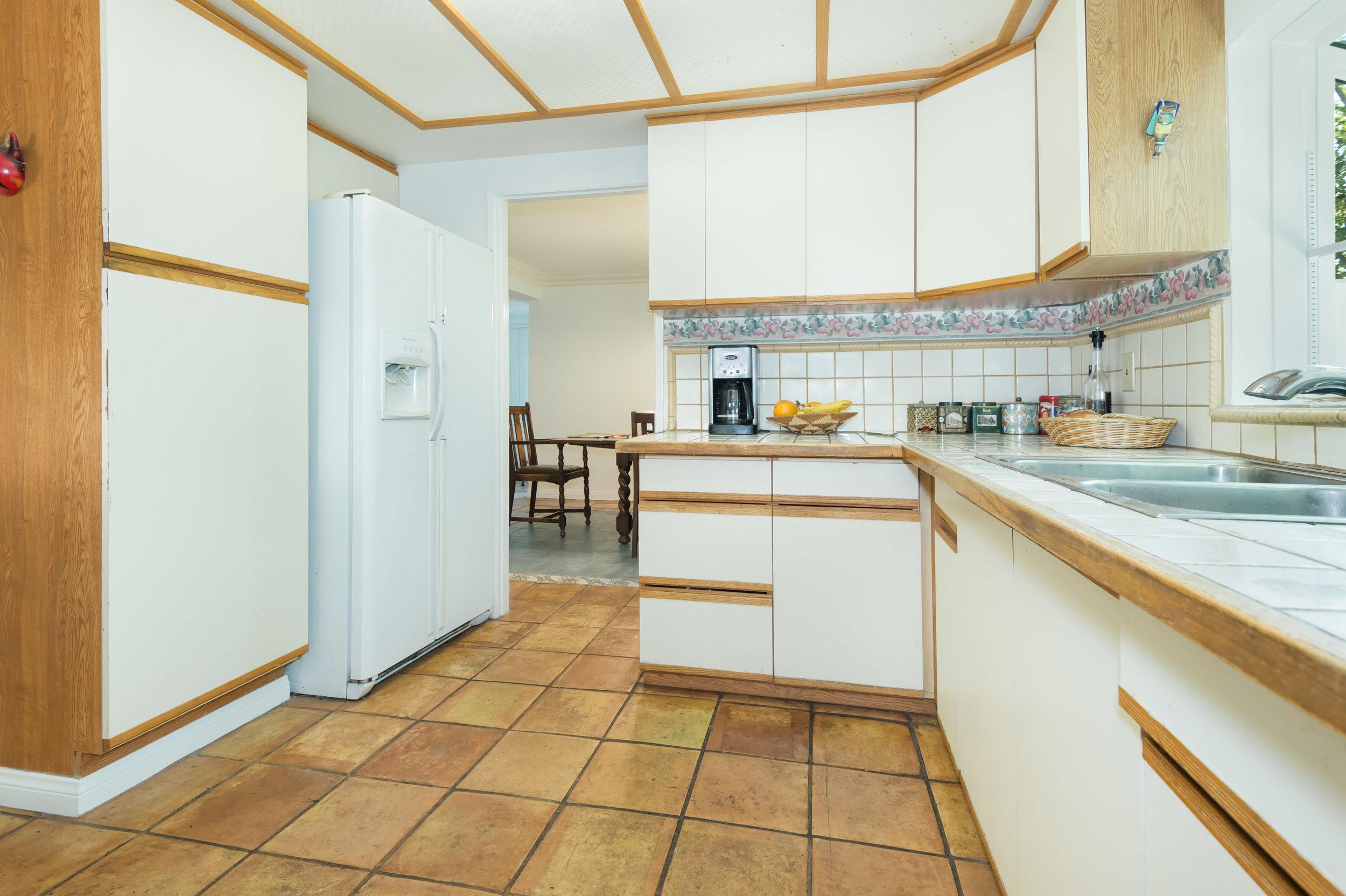 023 Kitchen 15072 Rayneta Sherman Oaks For Sale The Malibu Life Team Luxury Real Estate.jpg