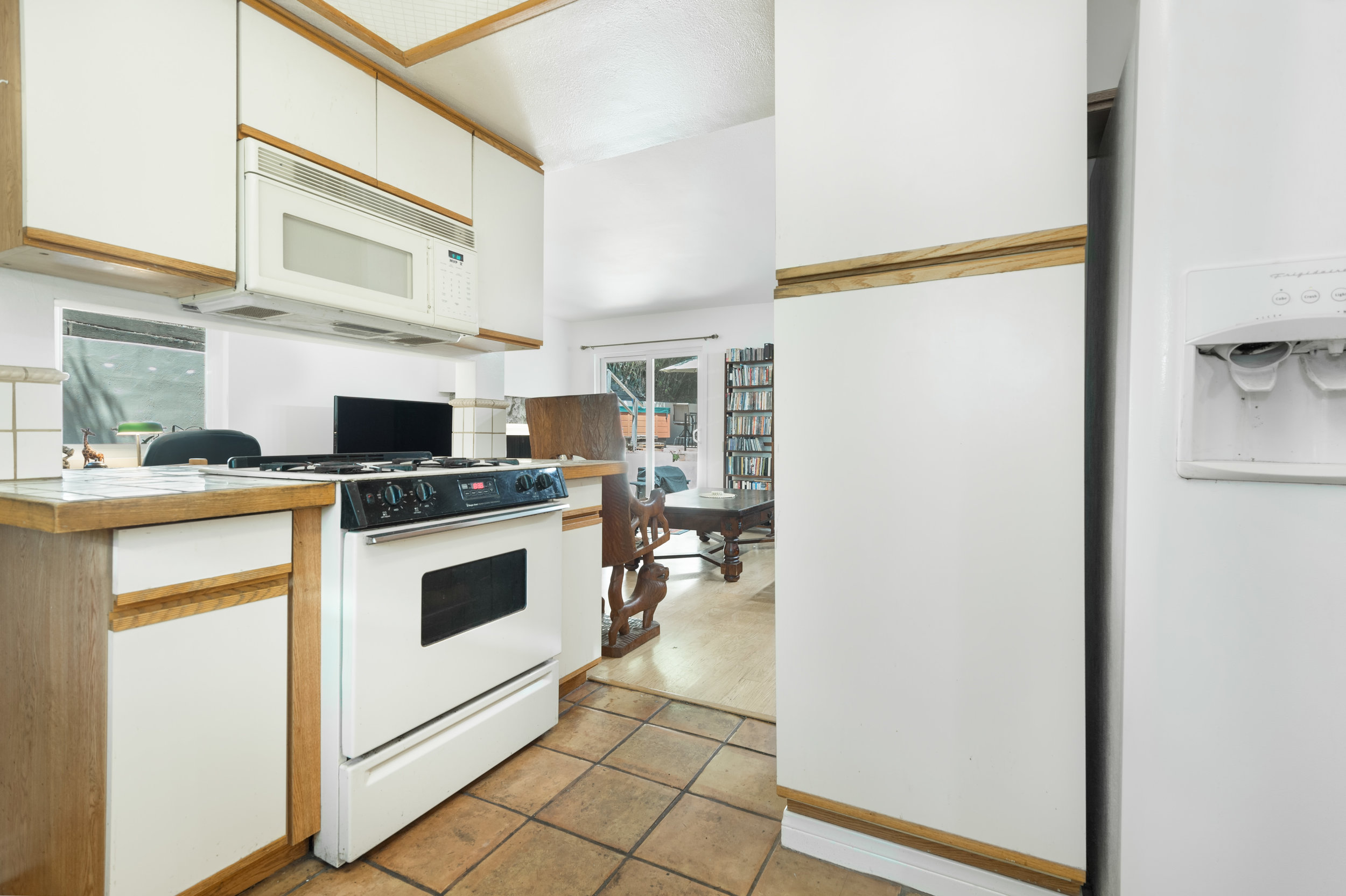 024 Kitchen 15072 Rayneta Sherman Oaks For Sale The Malibu Life Team Luxury Real Estate.jpg