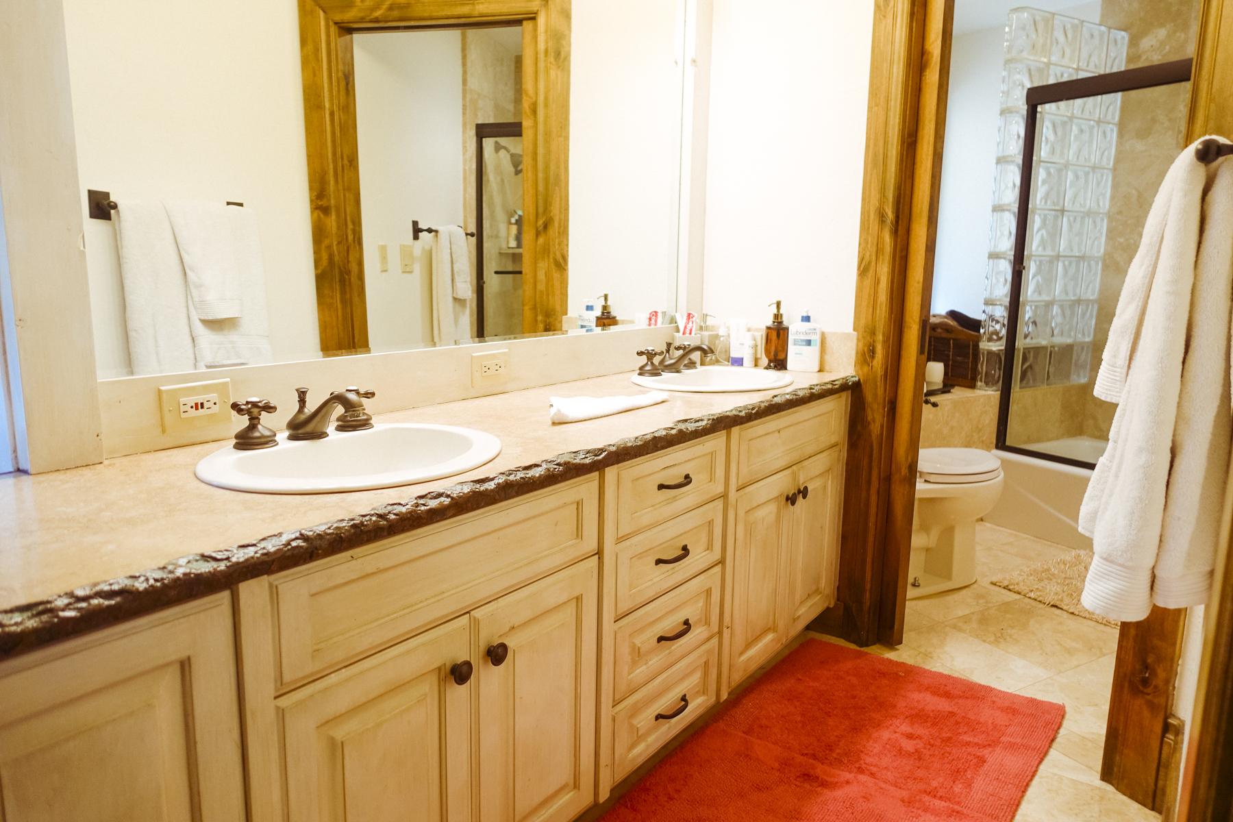 007 MASTER BATHROOM 1.jpg