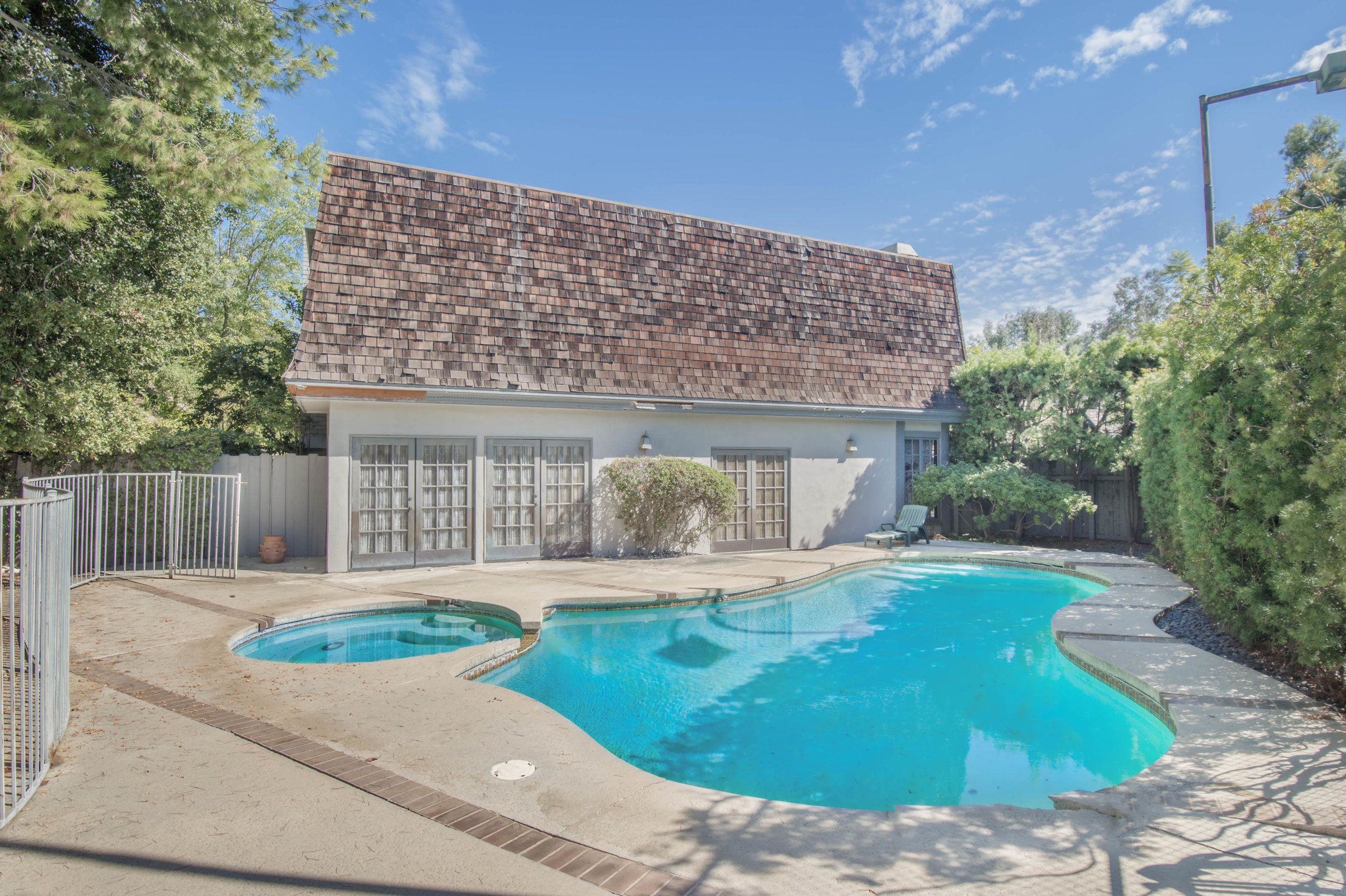 005 Pool 3191 Toppington Drive Beverly Hills For Sale Lease The Malibu Life Team Luxury Real Estate.jpg