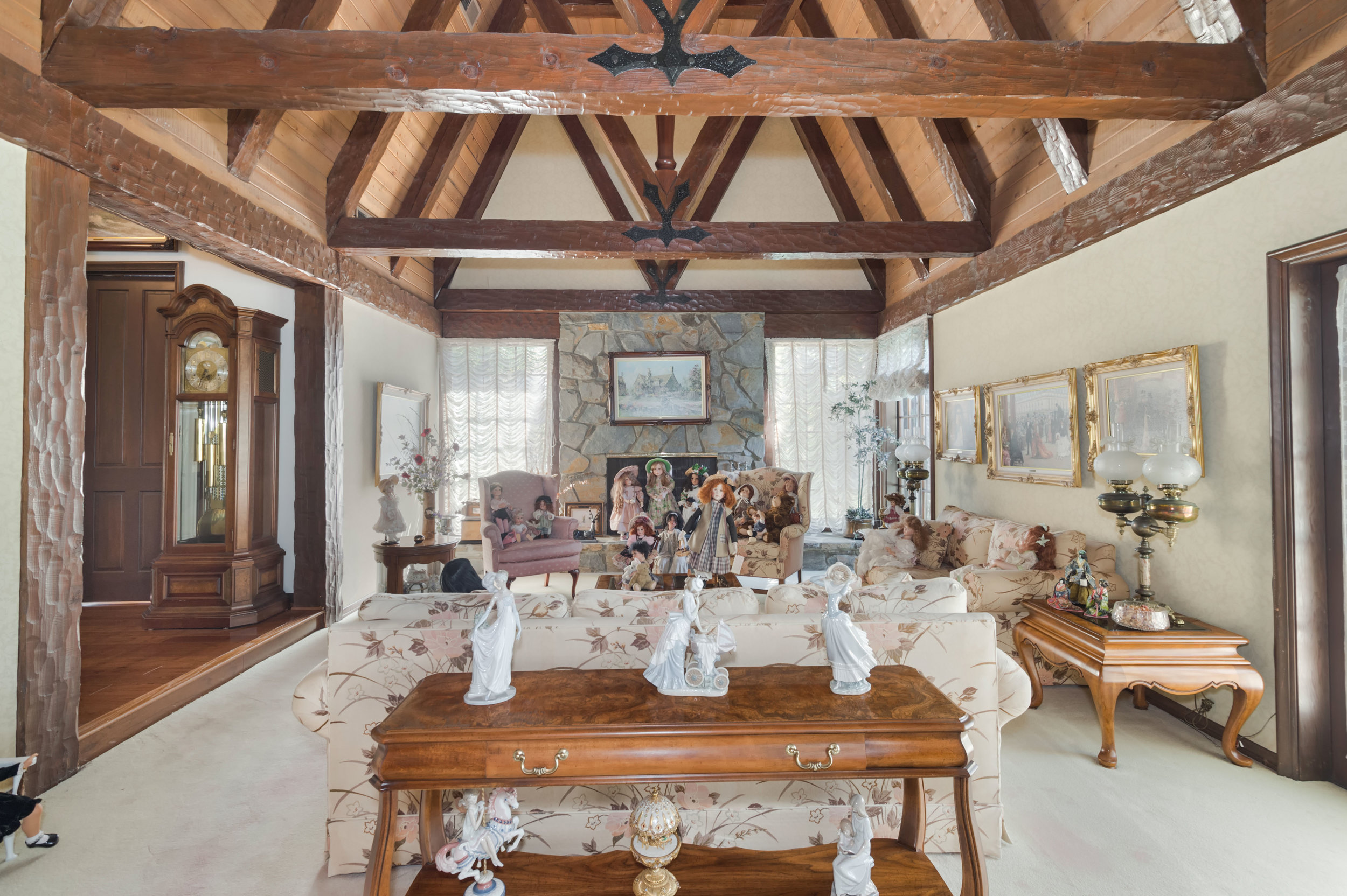 007 Living 3191 Toppington Drive Beverly Hills For Sale Lease The Malibu Life Team Luxury Real Estate.jpg
