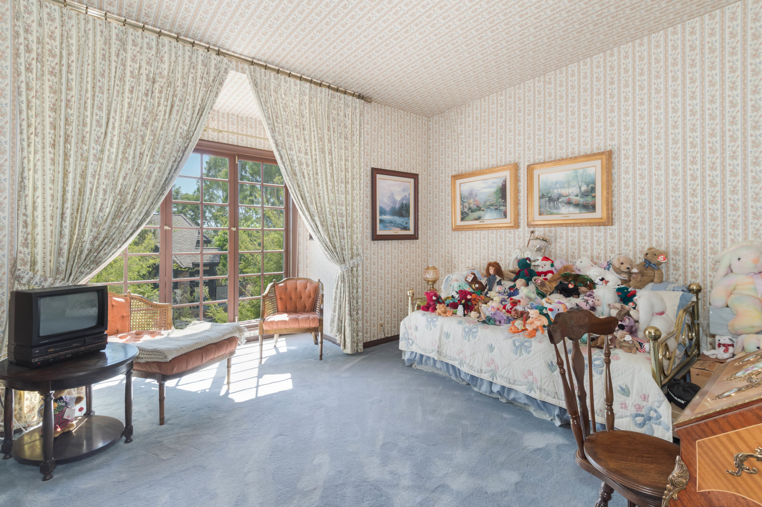 013 Bedroom 3191 Toppington Drive Beverly Hills For Sale Lease The Malibu Life Team Luxury Real Estate.jpg