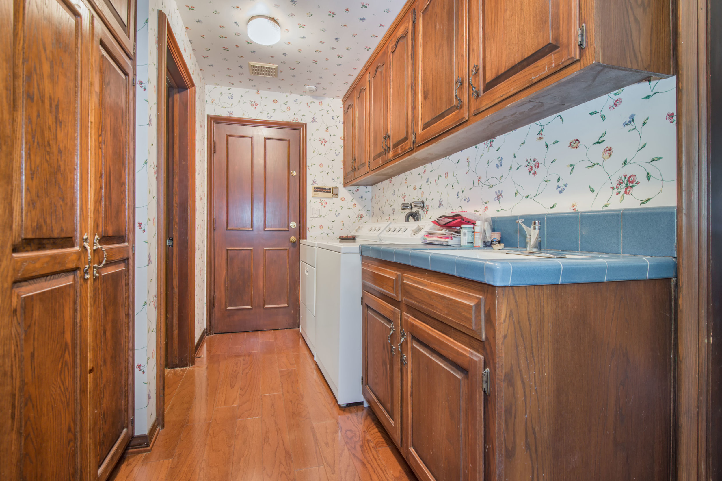 015 Laundry 3191 Toppington Drive Beverly Hills For Sale Lease The Malibu Life Team Luxury Real Estate.jpg