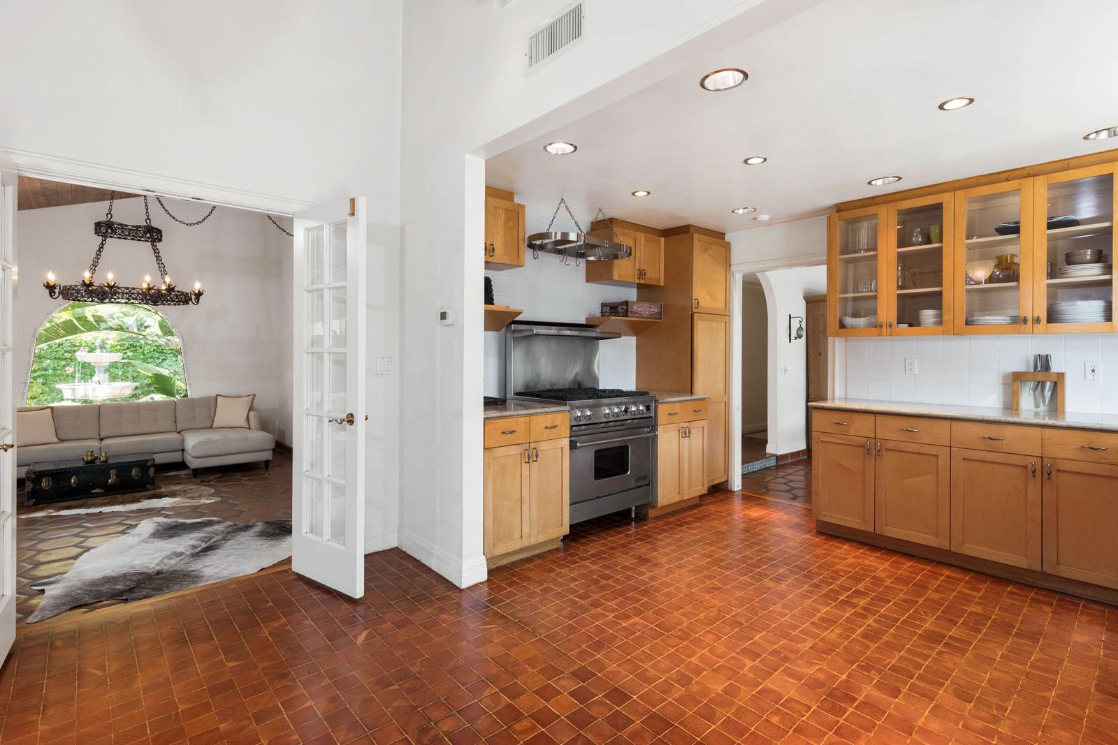 011 Kitchen 1712 Manzanita Park Avenue Malibu For Sale Lease The Malibu Life Team Luxury Real Estate.jpg