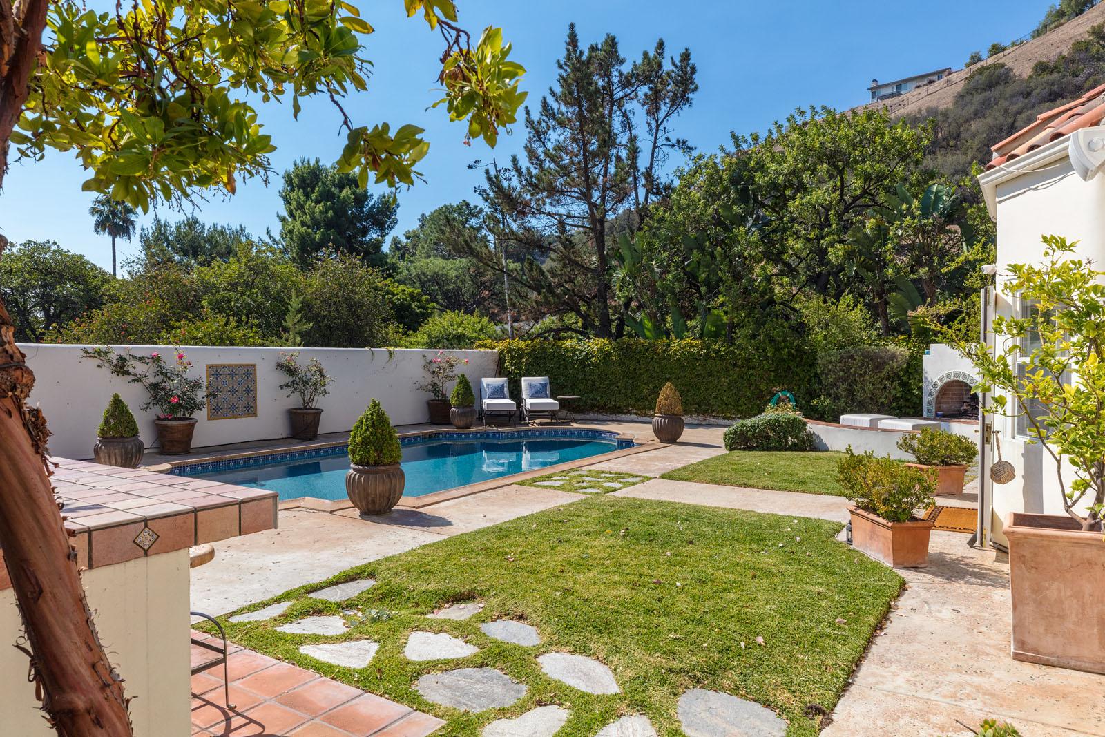 014 Pool 1712 Manzanita Park Avenue Malibu For Sale Lease The Malibu Life Team Luxury Real Estate.jpg
