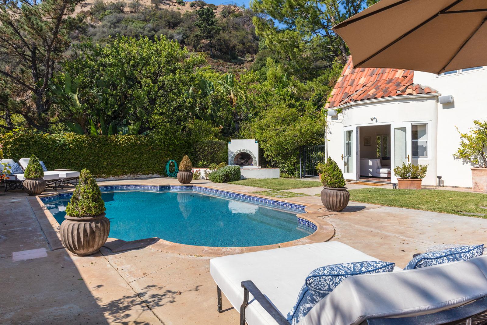 015 Pool 1712 Manzanita Park Avenue Malibu For Sale Lease The Malibu Life Team Luxury Real Estate.jpg