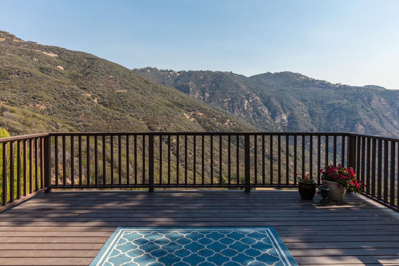 017 Deck 1712 Manzanita Park Avenue Malibu For Sale Lease The Malibu Life Team Luxury Real Estate.jpg
