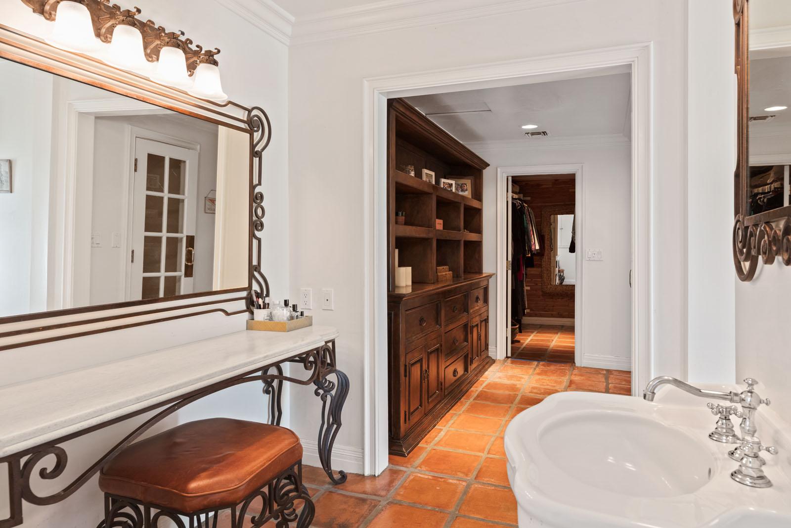 019 Master Bathroom 1712 Manzanita Park Avenue Malibu For Sale Lease The Malibu Life Team Luxury Real Estate.jpg
