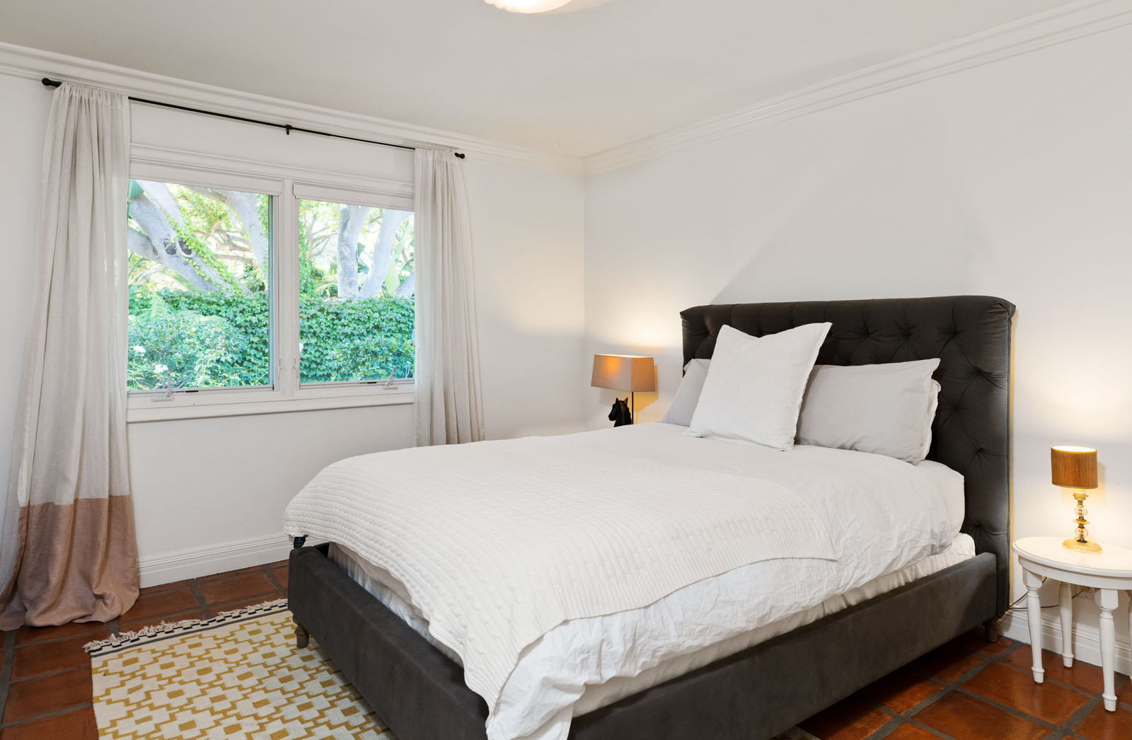 024 Bedroom 1712 Manzanita Park Avenue Malibu For Sale Lease The Malibu Life Team Luxury Real Estate.jpg