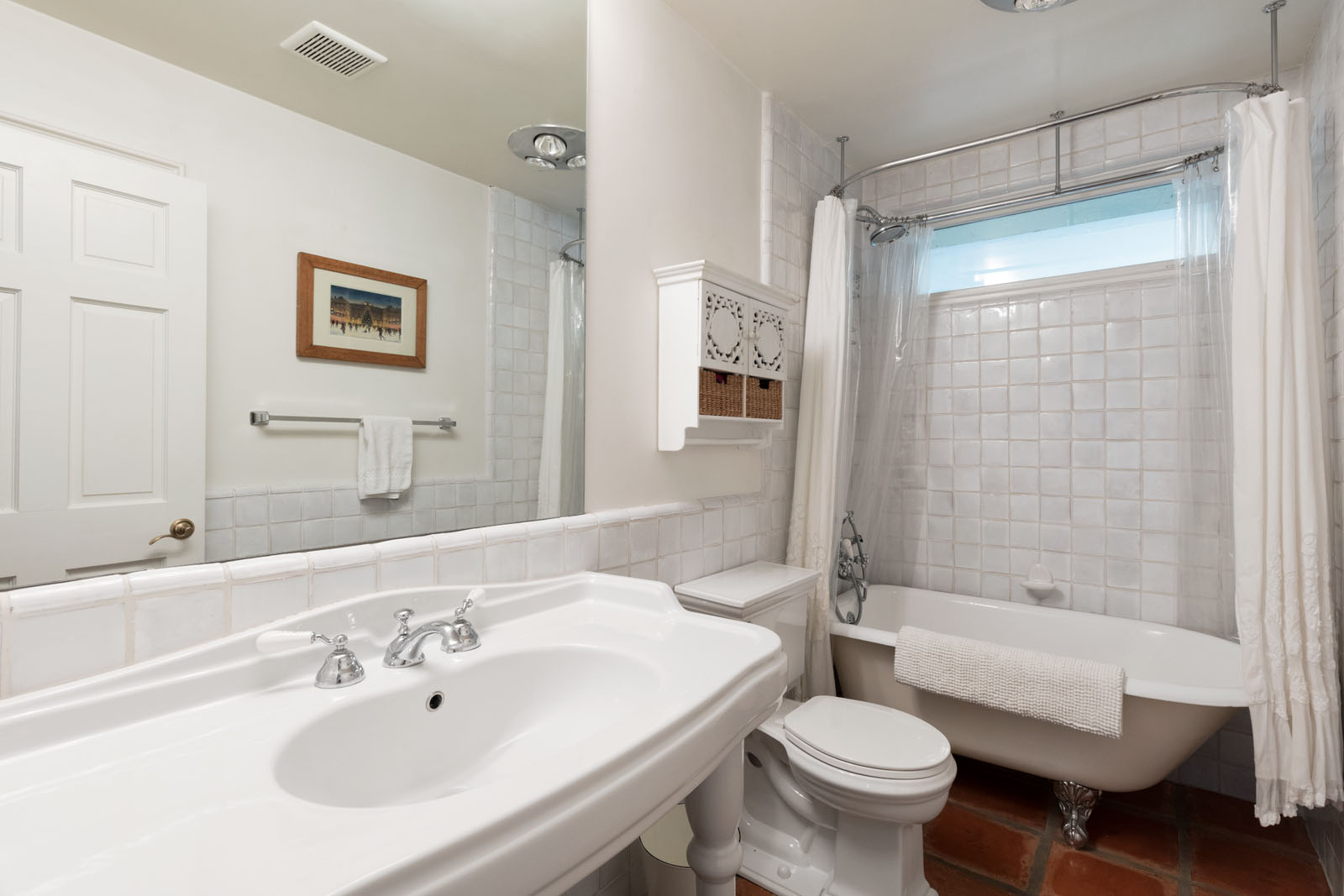 025 Bathroom 1712 Manzanita Park Avenue Malibu For Sale Lease The Malibu Life Team Luxury Real Estate.jpg