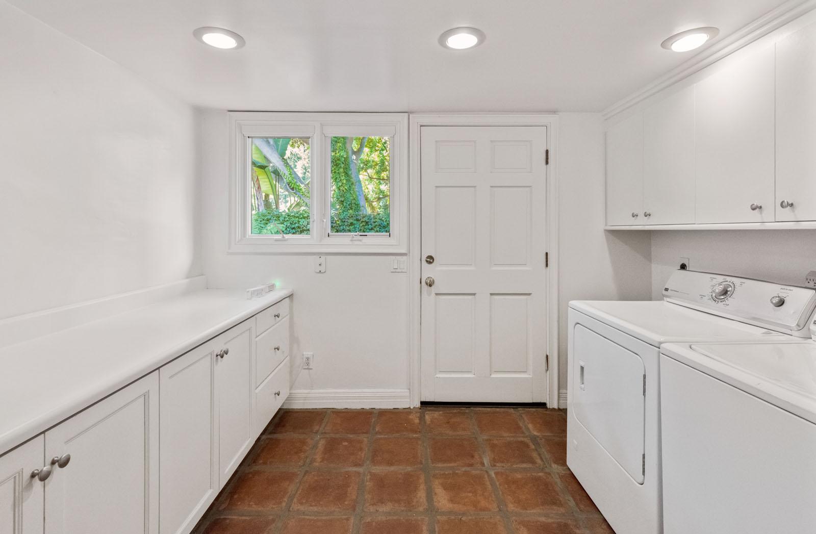 030 Laundry 1712 Manzanita Park Avenue Malibu For Sale Lease The Malibu Life Team Luxury Real Estate.jpg